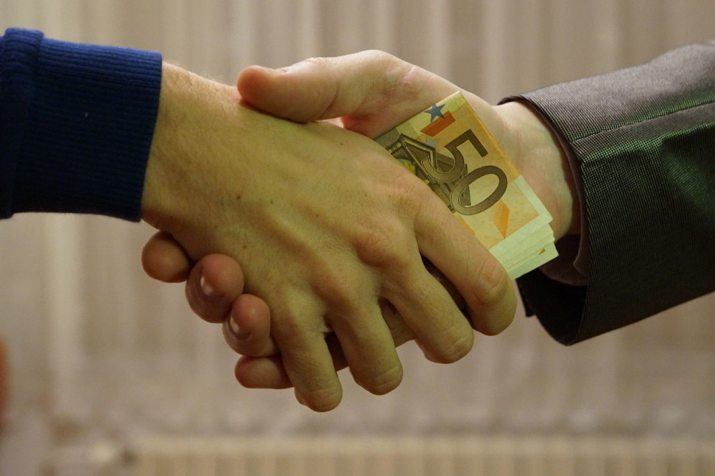 10_-_hands_shaking_with_euro_bank_notes_inside_handshake_-_royalty_free_without_copyright_public_domain_photo_image_01