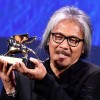 """Filipino film maker Lav Diaz holds the Golden Lion award for his movie """"Ang Babaeng Humayo"""" (The woman who left) during the awarding ceremony of the 73rd annual Venice International Film Festival, in Venice, Italy, 10 September 2016. ANSA/ETTORE FERRARI"""