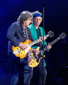 Mick_Taylor_and_Keith_Richards_Rolling_Stones_in_Hyde_Park_(2013)_cropped