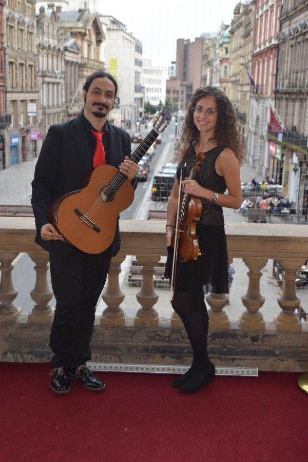 Liverpool Town Hall - ten Strings Duo sul Balcony dei Beatles