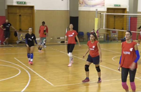 VOLLEY DONNE, PLANET STRANO LIGHT BATTE GIARRE AL TIE BREAK