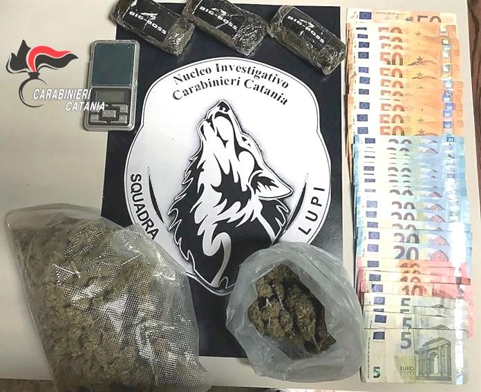 Catania, sorpreso dai Lupi con la droga in cucina: arrestato